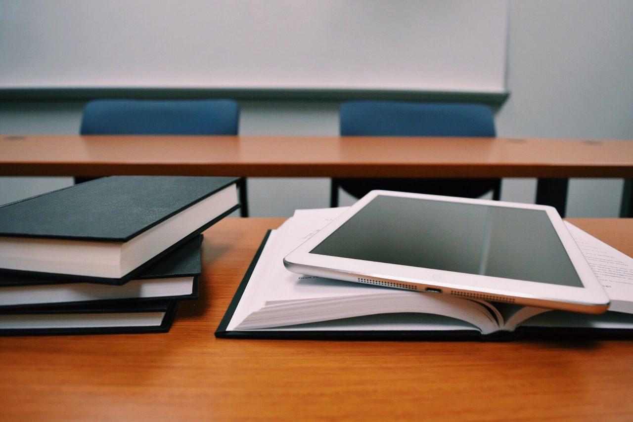 tablet-1910018_1920-1280x854.jpg